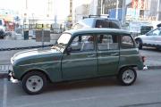 En Renault 4 men den har ikke originale hjul, men flott er den allikevel