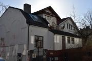 50 meter til jobben, men jeg må vise dere huset som er til salgs der.