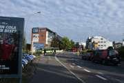 Nå nærmer vi oss Brynseng hvor bussene venter på oss, det de har lært siden mandag er at når det kommer en pulje med mennesker så sender de bussen av gårde. De venter ikke til bussen er stapp full
