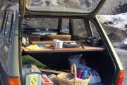 En Renault 6 er frokostbilen i det fri