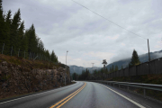 Selvfølgelig kommer det noen regndråper som gjør asfalten våt og bilen vår litt møkkete
