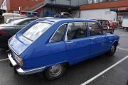 Nå skal vi ta en runde å se på bilene, dette er en Renault 16 som må være nylakkert og sikker restaurert