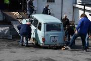Har du sett noen gang en Renault 4 med 5 cm bakkeklaring kjøre ned fra en låve?