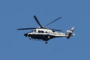 Morten 23 juli 2021 - LN-ORC besøker Høyenhall, men det er jo ikke sant, her kommer Politiets siste nye helikopter på besøk