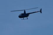 Morten 17 oktober 2020 - LN-OZZ over Høyenhall, hva sa jeg om været? Endelig et helikopter som merker seg ordentlig. Dette er Robinson R44 Raven II. Raven II kom i juli 2002 med en kraftigere motor, direkte innsprøytning og bredere blader