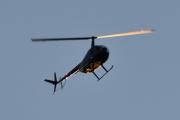 Morten 18 september 2020 - LN-OSS over Høyenhall om kvelden, det er et Robinson R44 Raven I fra 2005 fra Oslo Helikopterklubb
