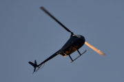Morten 18 september 2020 - LN-OSS over Høyenhall om kvelden. R44 er en et-motors helikopter med to blads hoved- og halerotor og den har en lukket kabin med to rader med seter for pilot og tre passasjerer
