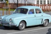 Bil nr. 15 har ankommet og det er en god gammel Renault som er så fin som bare det