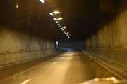 Den er 267 meter lang og var den første tunnelen som ble bygd på Store Ringvei