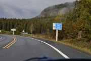 Nå har vi kommet til Oppland fylke og kjører inn i Lunner kommune hvor det bor nesten 9 000 mennesker. I følge skiltet der fremme kan vi møte på kuer også her