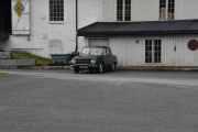 Helt ensom og forlatt står det en Renault 10 der borte