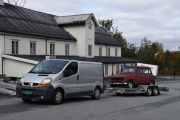 Trekkvogna er også en Renault, så vi må ta med den også. Det er en Renault Trafic Dci 100 fra 2006. Men 4-ern på hengeren ser da ikke så verst ut eller?