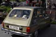 Renault 6 og en Elg på vei ned fra Dovre
