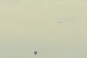 Morten 13 oktober 2019 - Luftballong over Oslo. Kjører på E6 retning Oslo og ser samtidig flere flokker med fugler