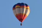 Morten 30 november 2019 - To luftballonger over Høyenhall. Det er LN-COM som Cameron Balloons LTD eier og typen er da Cameron V-90