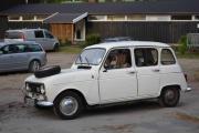 Her kommer det en til og det er en Renault 4