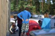 Ungdommen vår er jo friluftsmennesker så de setter opp telt