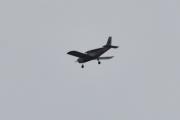 Morten 3 september 2020 - LN-UXA rundt Høyenhall, det er et Piper PA-28-140 Cherokee