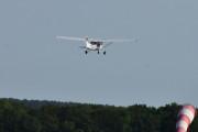 Morten 10 august 2021 - LN-FTE tar av fra Tønsberg flyplass, det er Tønsberg Flyveklubb sin eldste Cessna 172 SP som jeg så over Tjøme i går