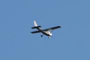 Morten 5 august 2021 LN-NFA kommer tilbake over Høyenhall med sitt Cessna 182Q Skylane II