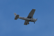 Morten 12 juni 2021 - LN-NRO over Høyenhall, den kjenner jeg godt. Det er Nedre Romerike Flyklubb som kommer med sitt Cessna Aircraft 172S Skyhawk