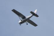 Morten 13 juni 2021 - LN-MTH rett over Høyenhall, det er Cessna 172N Skyhawk og jeg trenger ikke å reise lenger enn til Skøyen for å treffe eierne her