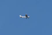 Morten 5 juni 2021 - LN-MTT over Høyenhall, det er Rygge Flyklubb som kommer med sitt Cessna 172M SkyHawk. Dem vet nok ikke helt hvor jeg bor og det er litt for langt unna meg