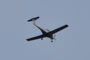 Morten 7 juni 2021 - LN-FTS over Høyenhall, her kommer de med sitt Diamond Aircraft DA40 NG, men så var det årstallet da...