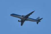 Morten 4 juli 2020 - PH-EZY over Høyenhall, det er KLM med sitt Embraer E190STD