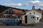 Fredag - En svenske ankommer også i sin Renault 4 med sin campingvogn, vi skal ta en titt på den senere
