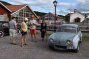 Fredag - Vet ikke hvem jeg skal fokusere på først, men jeg prøver bilen. Renault Dauphine fra 1960 med en motor på 31hk